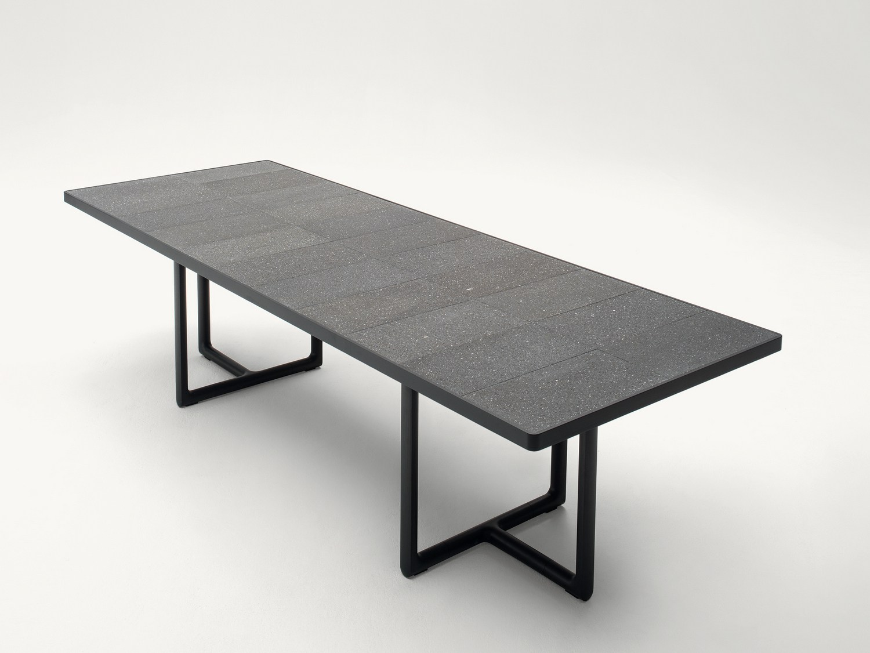 portofino garden table by paola lenti design vincent van duysen. Black Bedroom Furniture Sets. Home Design Ideas