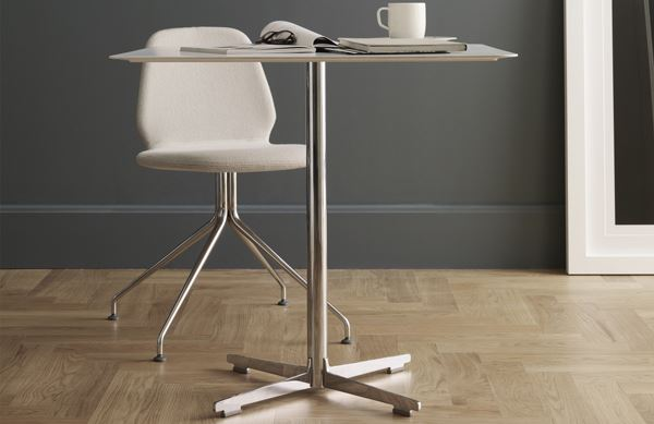 Square table with 4 star base cross table 574 table for Alias shop milano