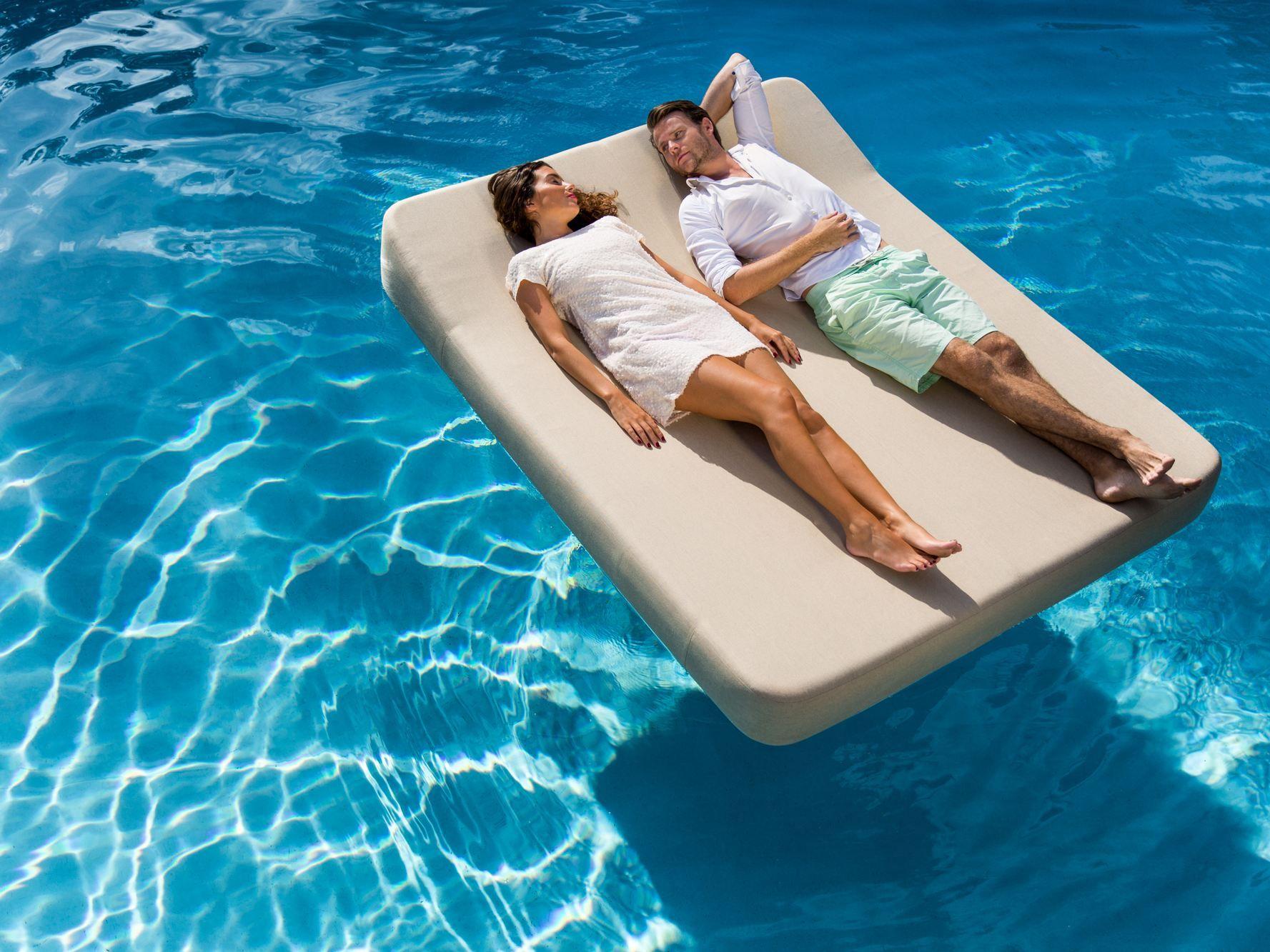 Sunbrella floating lounger JACKIE By MR BLUE SKY