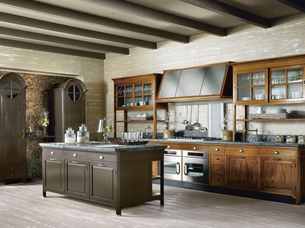 Cucina componibile in legno massello con isola oper composizione 02 collezione oper by - Marche cucine economiche ...
