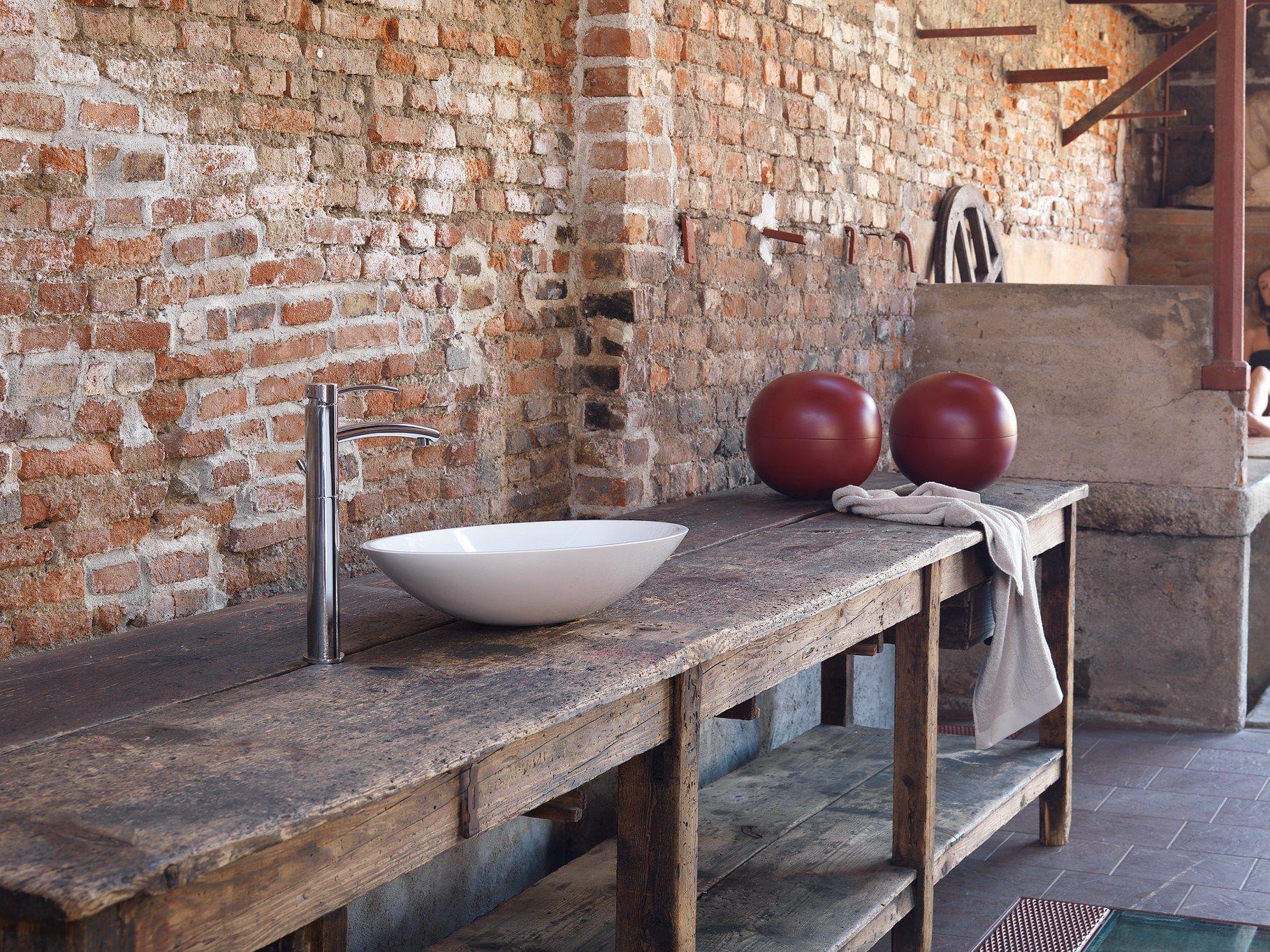 Altezza vasca da bagno da terra top forme singolari ed organiche