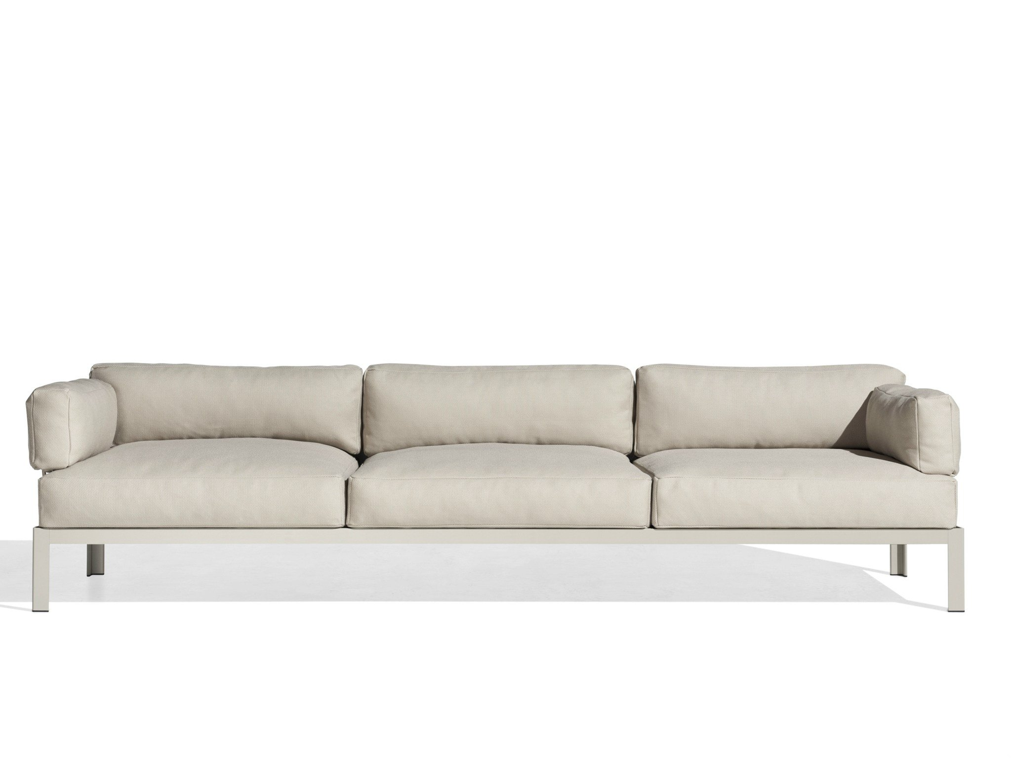 Sofas tres plazas fabulous sof plazas con y poufs with for Sofas de tres plazas