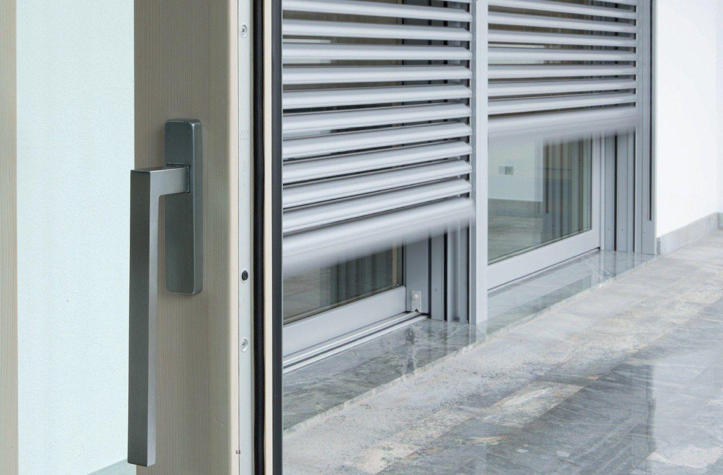 Frangisole in alluminio by carminati serramenti for Finestre per esterni