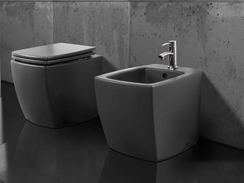 Arredo bagno completo in ceramica square by a e t italia for Arredo bagno black friday
