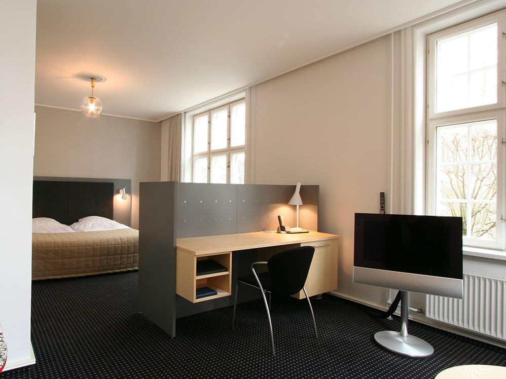 nn system writing desk by onecollection design lars frank nielsen. Black Bedroom Furniture Sets. Home Design Ideas