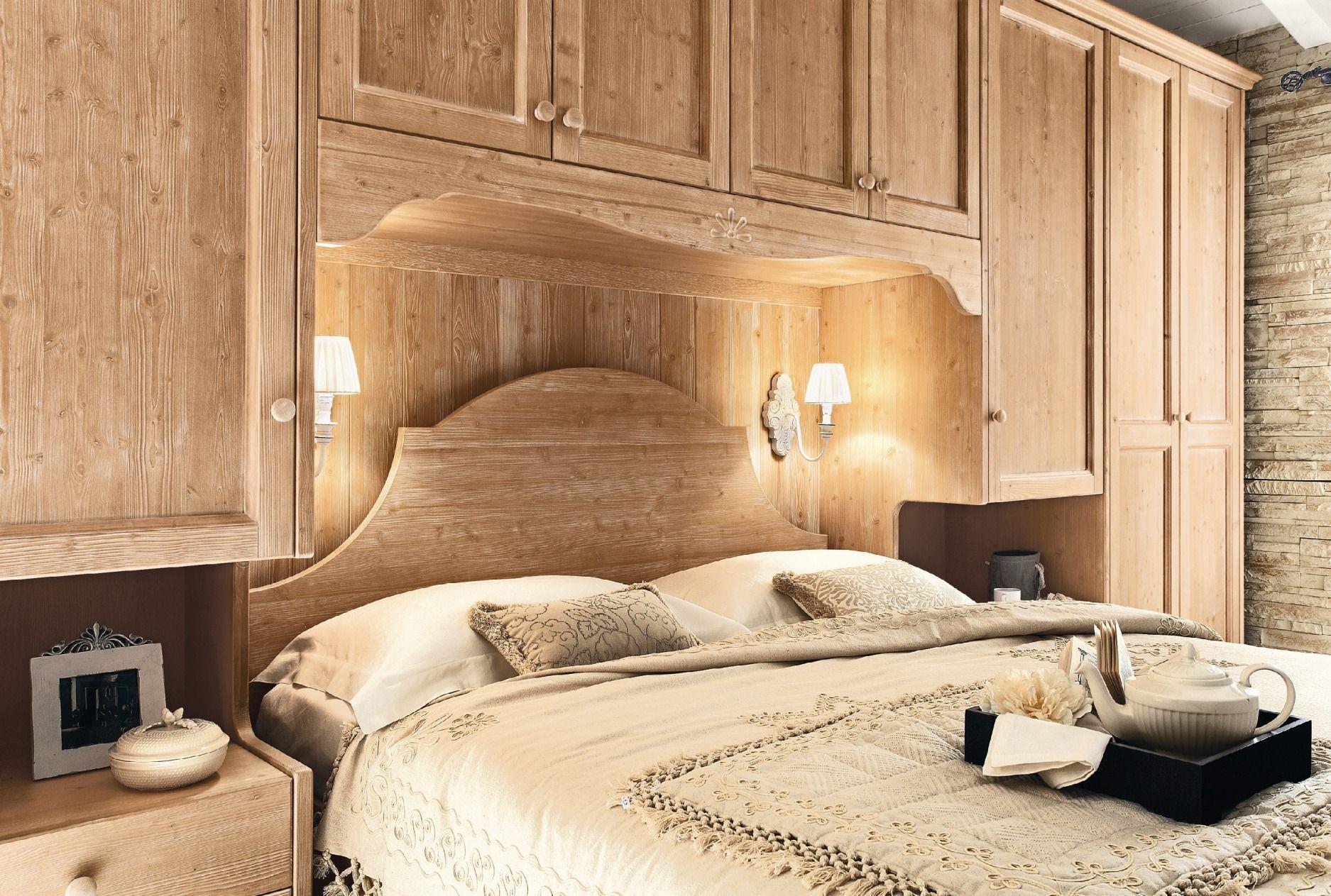 Camera da letto in legno in stile country every day night for Letto a cassettone matrimoniale mercatone uno