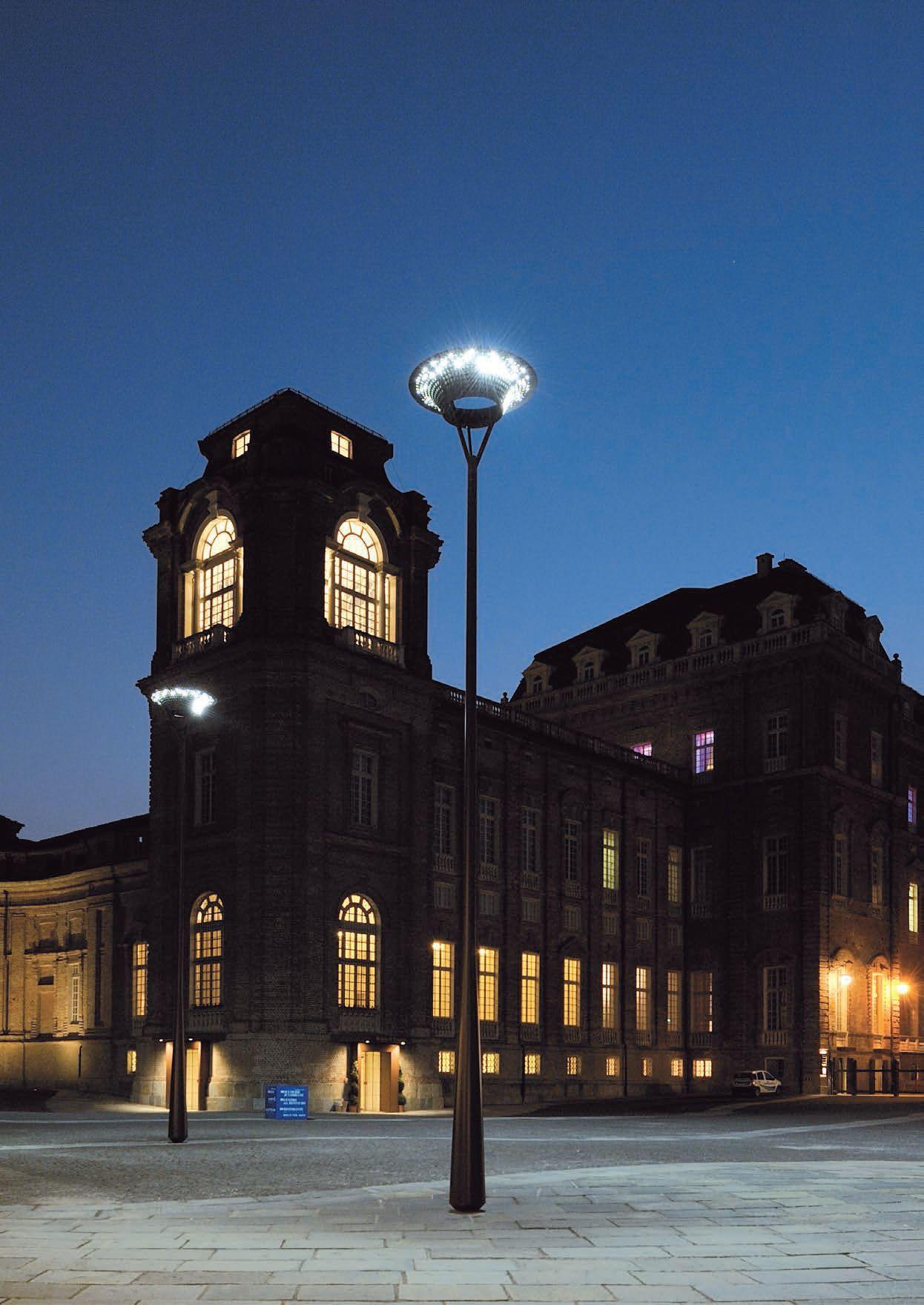 lampione stradale a led la venaria by iguzzini design michele de ... - Arredo Bagno Venaria