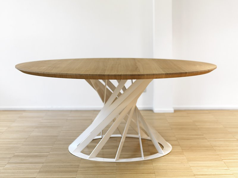 Twist tisch by interni edition design beno t deneufbourg for Moderne esstischgruppe