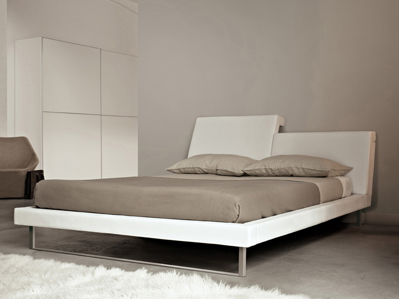 Bed with removable cover with adjustable headrest CLIP By Molteni design  Patricia Urquiola