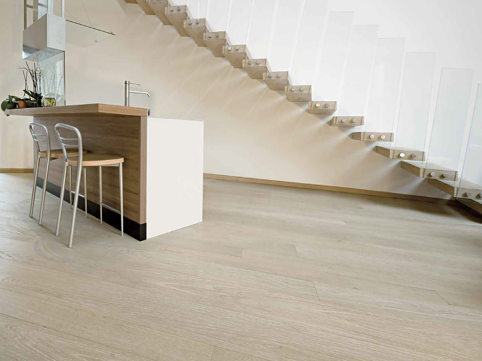 Parquet prefinito in legno classic master floor by for Ikea pavimenti in legno
