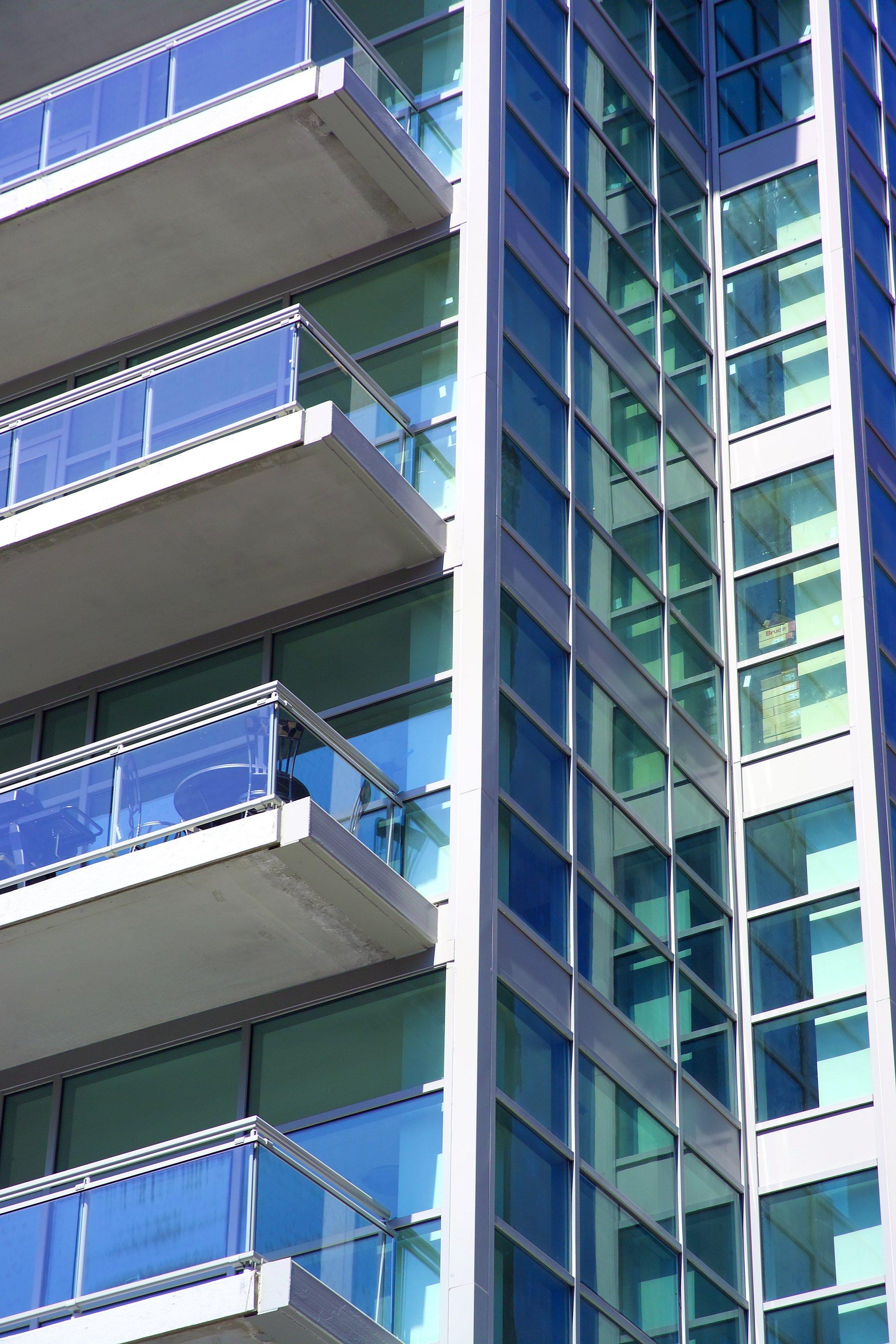 Glass and aluminium Window railing THEATRON by METRA