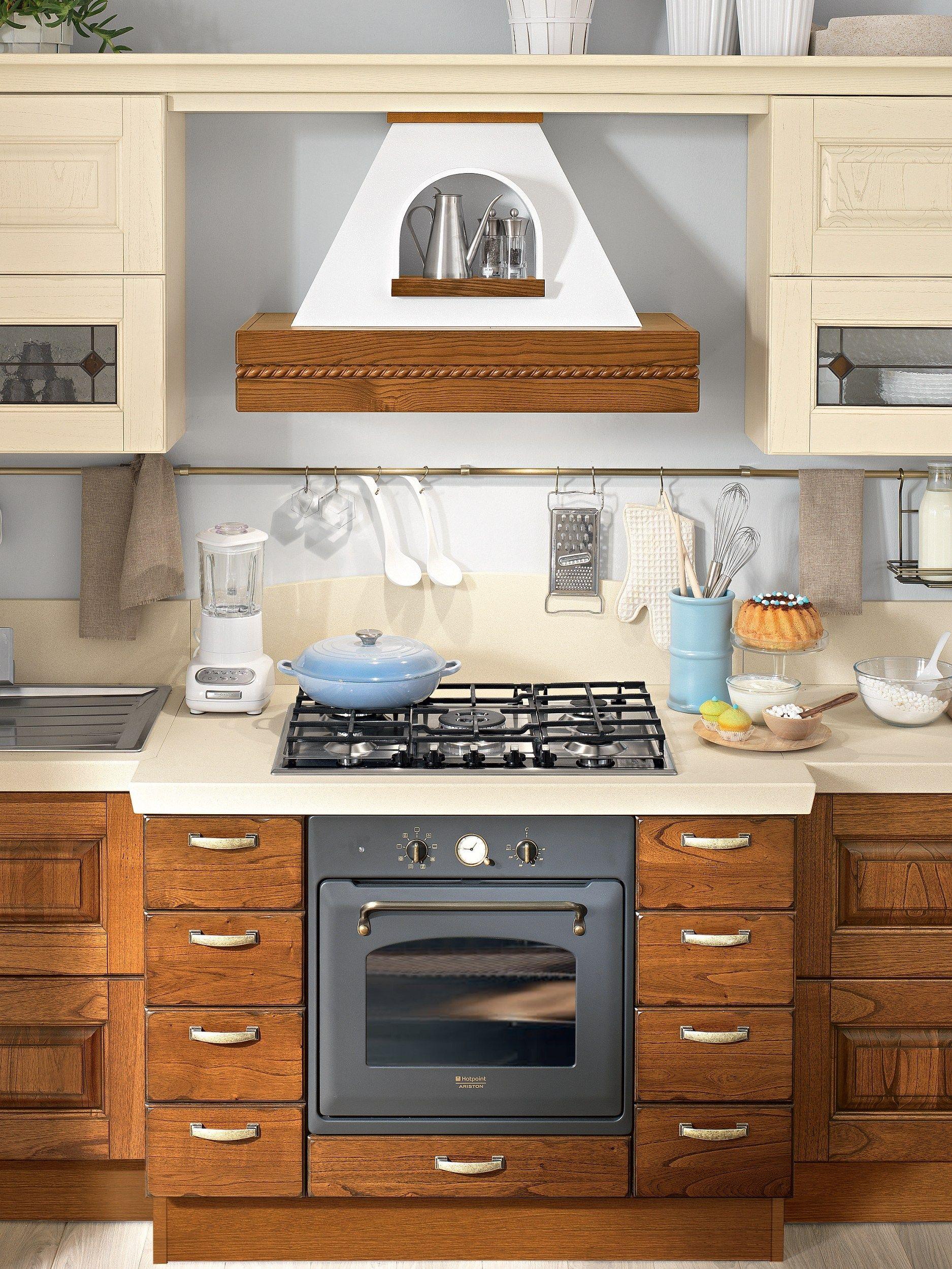 LAURA | Walnut kitchen By Cucine Lube