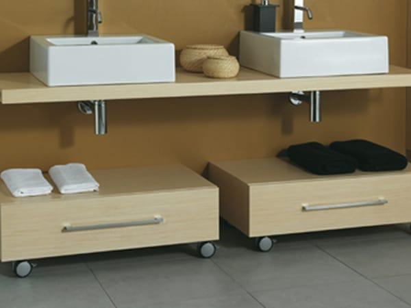 Mueble de ba o bajo de madera con ruedas css b r by mastro for Mobile basso bagno