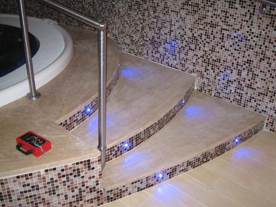 Vasca Da Bagno Con Gradini : Moderno bagno con vasca angolare carta da parati carte