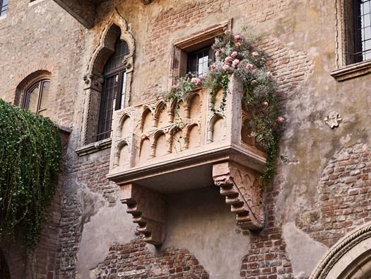 Una Notte d'Amore nella Casa di Giulietta a Verona? - image h_74458_01 on http://www.designedoo.it