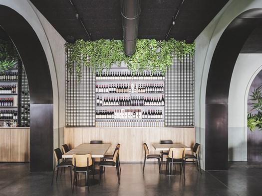 La Brace: la conversione di un ex-garage in ristorante - image h_81359_01 on http://www.designedoo.it